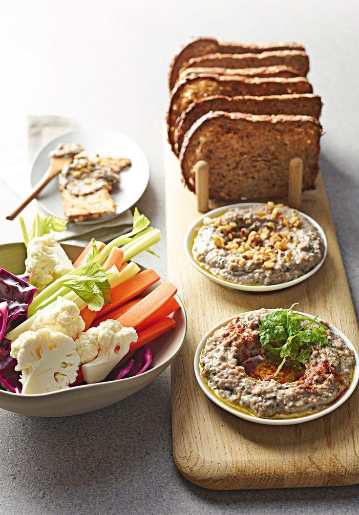 Salsa turca a base di noci e pasta di sesamo, è ottima per il pinzimonio ma anche per accompagnare verdure alla griglia. Prova la ricetta di Sale&Pepe.