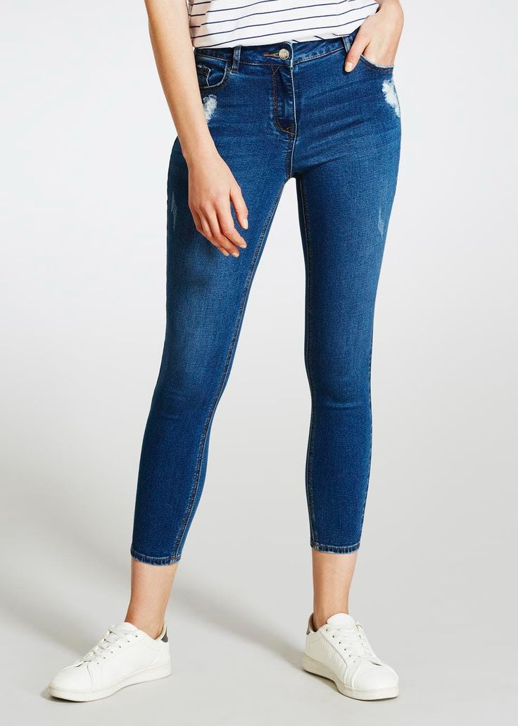 When it comes to rocking the ankle grazer jean, April is your girl. Fashioned in stretch denim, these mid-wash jeans provide an ultra skinny fit that...