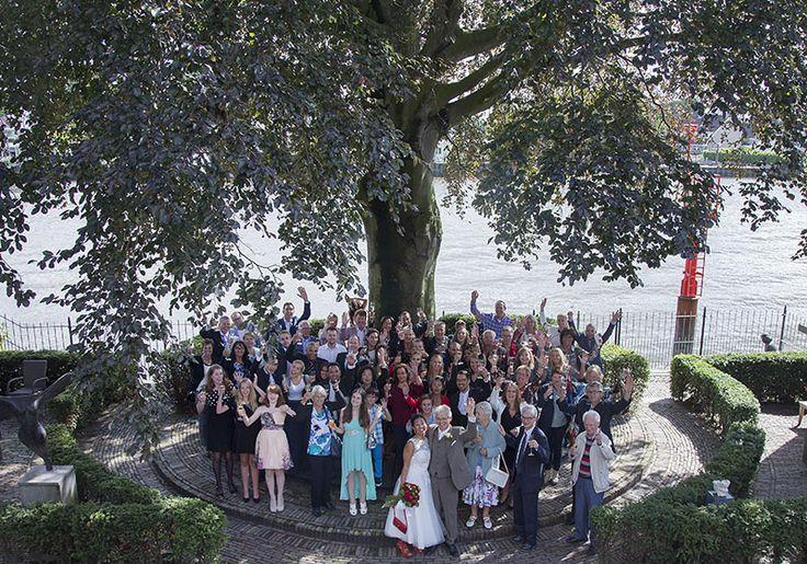 Op je #bruiloft zal je waarschijnlijk ook #groepsfoto's gaan maken. Op Trouwgeheimen vindt je nu de leukste ideeën voor originele groepsfoto's!