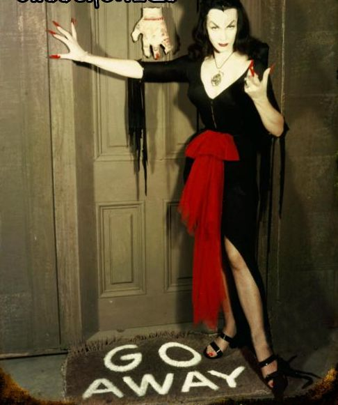 Vampira ♥ HAWT damn how my grandmother resembled her facial features!