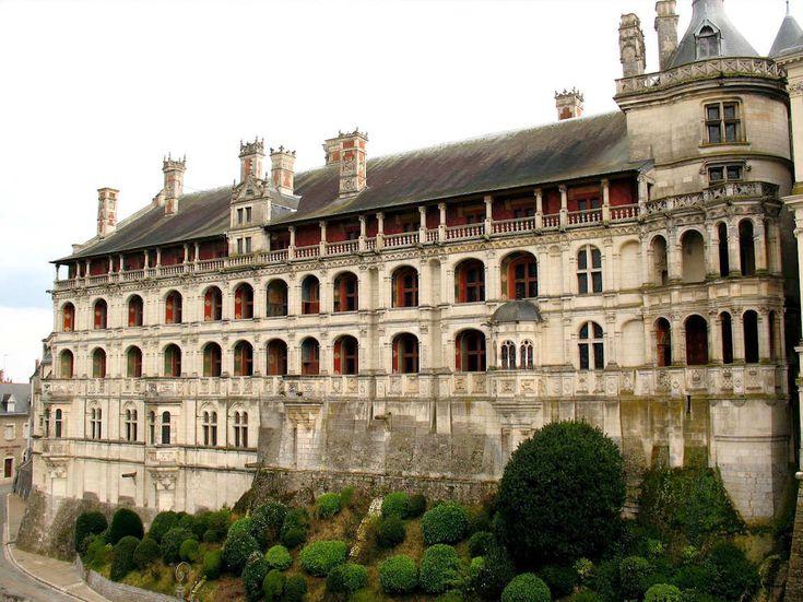 Loges du château de Blois 1515-1524 Ordonnance rythmique des travées assimilant maladroitement le modèle de Bramante