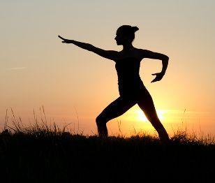 Shape Up #48 Αν θες να κάνεις κάτι καλό για τον εαυτό σου αλλά προτιμάς μια ήπια άσκηση  που δεν θα σε ταλαιπωρήσει, τότε θα λατρέψεις το Τάι Τσι. (http://gynaikaeveryday.gr/?page=calendar&day=2015-07-28)