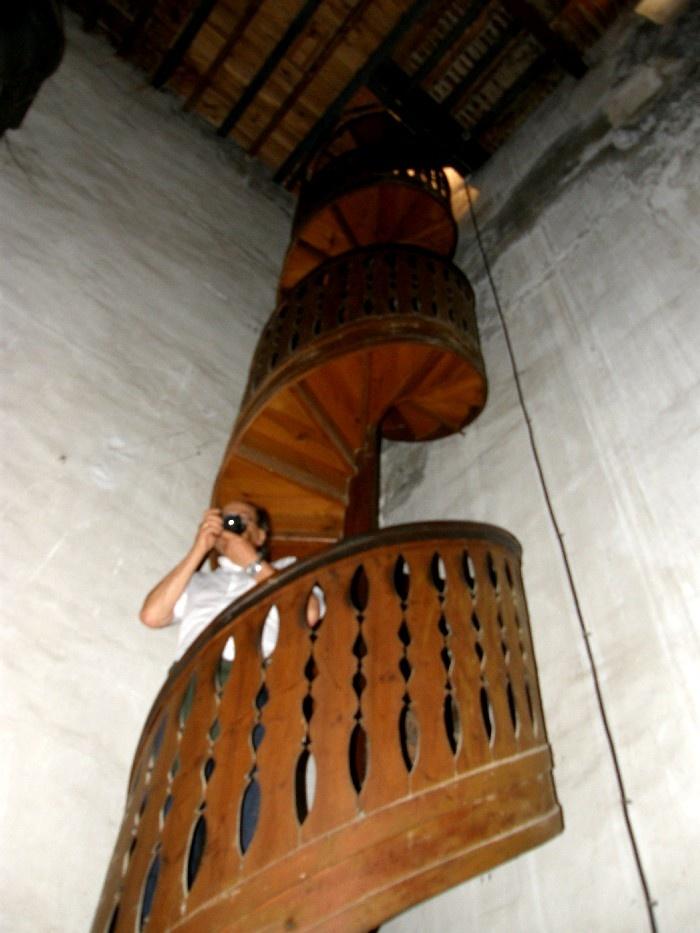 escalera de madera que baja a las máquinas que elevan agua en Cuatro Pilares de la Sociedad Riegos el Progreso, carretera de Dolores...bajarlas da impresión ¡#campdelx