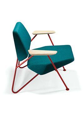 Le fauteuil Polygon du jeune éditeur croate Prostoria est avant tout un fauteuil confortable. Inspiré de la tendance moderniste du design yougoslave des années 50 et 60, ils lui ont ajouté des lignes plus graphiques mais aussi plus contemporaines..