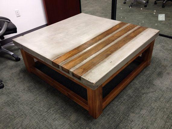 Béton et table basse en bois cèdre. Idéal pour votre maison ou bureau. 48 « x 48 » x 18 me contacter pour des dessins personnalisés.