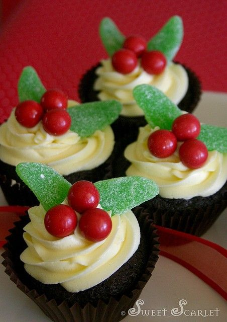 Great presentation idea! Our Little Casita: Christmas Goodies – Holly Cupcakes