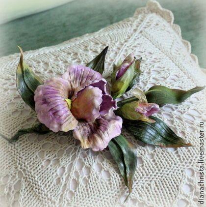 """Брошь из кожи """" Ирис"""" - сиреневый,розовый,ирис,цветы из кожи,подарок для женщины"""