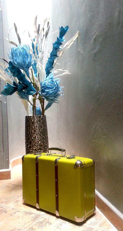 Nýtovaný kufr #Kazeto. Kazeto riveted #suitcase.