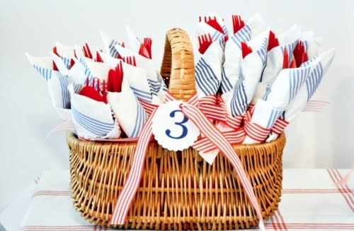 dando charme aos talheres de plástico 2: Red White Blue, Cute Idea, Summer Party, 4Th Of July, Party Idea, Picnics Baskets, Nautical Party, Birthday Party, Baby Showers