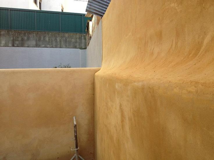 Reboco com argamassa de Cal colorada, com Óxido de ferro e Óxido Amarelo Metálico.http://www.facebook.com/profile.php?id=100001076880914=info