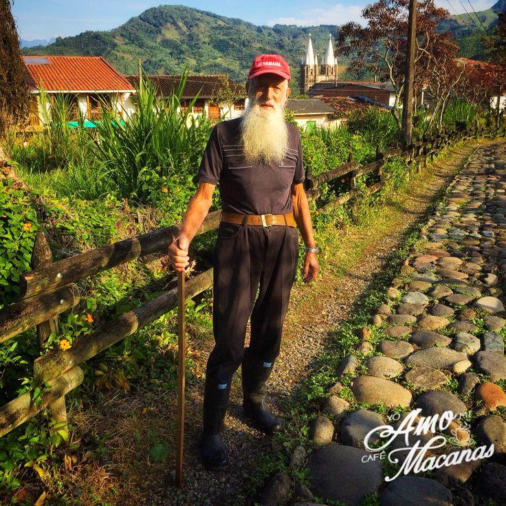 Don ÓSCAR RAMIREZ  todo un orgullo jardineño. #yoamolabicicleta #yoamomicafemacanas #cafemacanas @marielapasteleria @dulcesdeljardin @cafemacanas