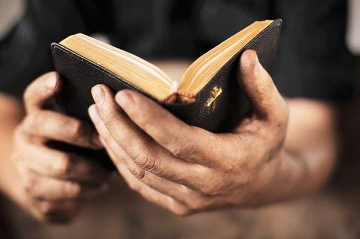 Le véritable ministère 2 CORINTHIENS 3.4‑8  Que signifie servir le Seigneur?  Nous savons que la Bible nous le commande, mais il nous arrive d'ignorer que faire et de douter de nos compétences pour y arriver. Peut‑être que nos responsabilités et nos tâches nous accaparent à tel point que nous ne trouvons pas l'énergie ou le temps de servir Dieu.  Au lieu de nous arrêter aux obstacles qui nous empêchent d'être utiles au Seigneur, voyons ce qu'il en dit.  Le véritable service n'est pas ce…