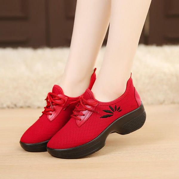 Women Casual Lace Up Light Breathable Outdoor Shoes - US$23.75