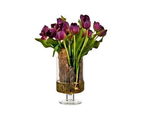 Composizione artificiale di tulipani viola con vaso in vetro
