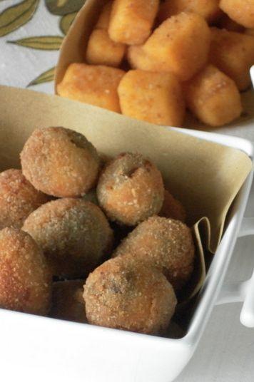 """Cremini fritti e olive all'ascolana sono quelle preparazioni che nelle tavole delle feste non devono mai mancare, da noi è una tradizione e farle in casa è anche divertente. Scopriamo la ricetta dal blog """"Le padelle fan fracasso"""""""