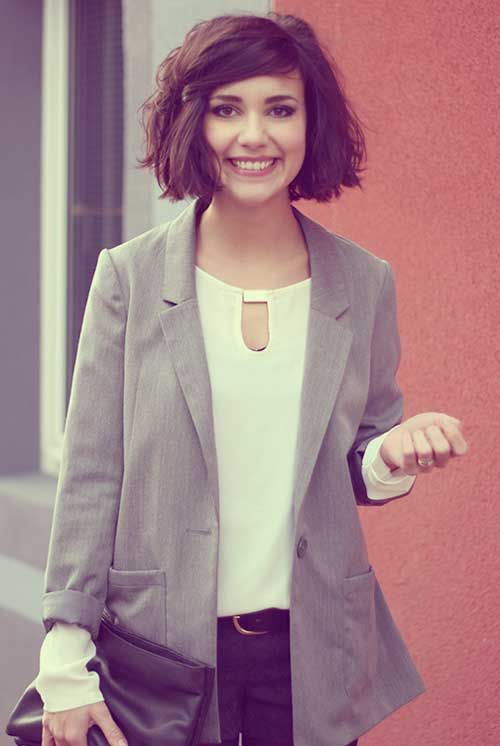 Short Wavy Bobs Haircuts for Round Face