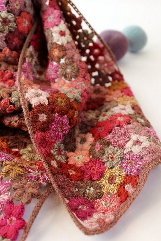 Richly worked in hand done crochet. This beautiful wool scarf by Sophie Digard is stunning it's floral patterning and gorgeous shades of Rose....