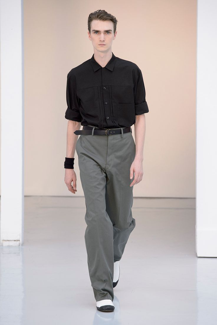 06. Three-pocket shirt in checked shantung, large pants in cotton gabardine, high cut sneakers in cotton denim #lemaire