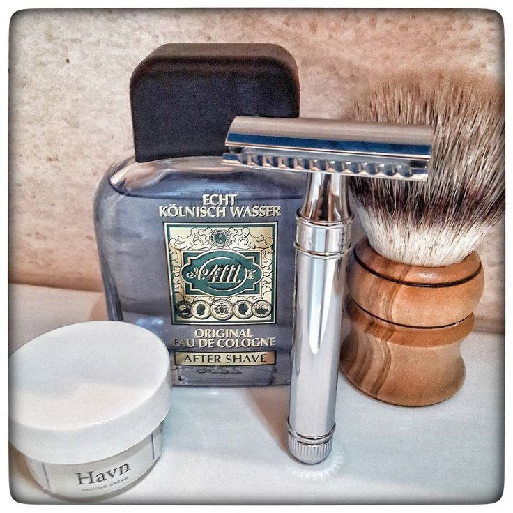 November 23rd 2016 - Shave of the day  #DE89BL safety razor by Edwin Jagger ( UK )  #Treet carbon razor blade ( PAK )  #4711 aftershave ( GER )  #Havn shaving cream by #Fitjarislands ( NO )  #handmade #synthetic shaving brush by @Jasper_the_cirneco ( USA )  #shavelikeaman #shaveoftheday #blaireau #shavingculture #sotd #classicshave #derazor #vintageshave #wetshaving #worldshave #safetyrazor #italianwetshavers #rasierhobel #rasaturatradizionale #thebarberpole #afeitado