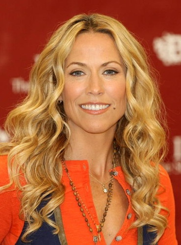 Singer Sheryl Crow was diagnosed in 2006 and treated the disease with minimally invasive surgery.