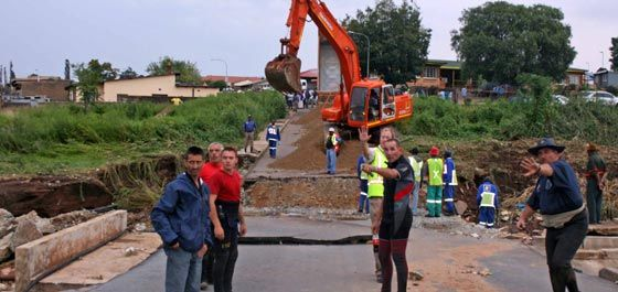 Soweto, ECape Floods | Reconstruction is moving swiftly ahead in part of Soweto damaged by flash floods last week, while relief aid is being given to families whose homes were washed away. | Photo www.joburg.org.za