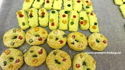 Udělejte si barevnější vánoce! Překvapte své blízké i návštěvy. Veselé zelené pistáciové cukroví - jak vám bude slušet?