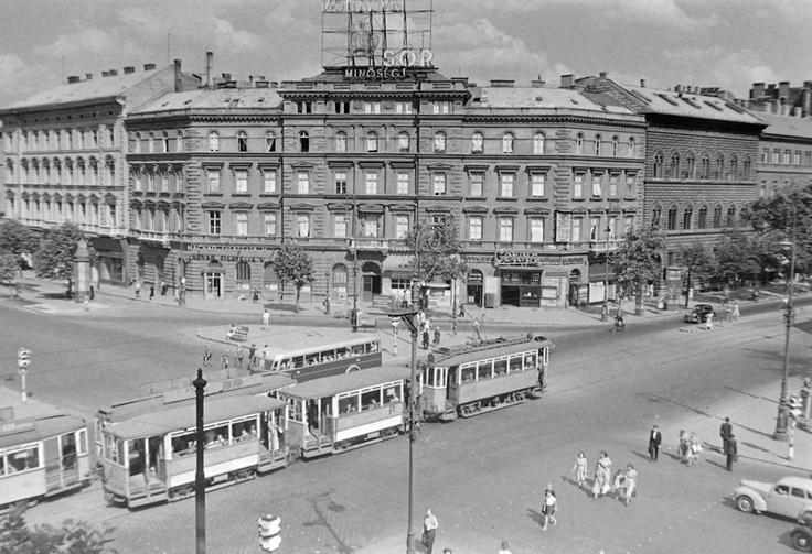 A November 7. tér- 1954. (Gyengébbek kedvéért:ma Oktogon-:) )