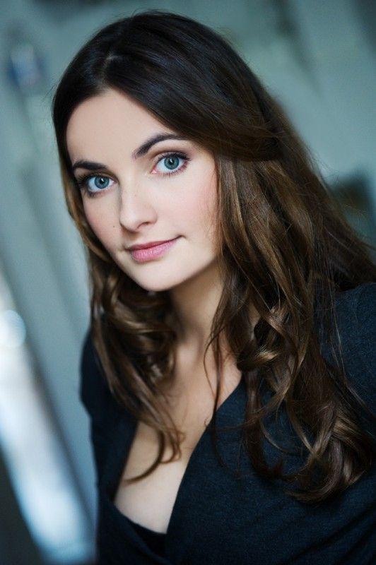 Paula Schramm - Die 25jährige Deutsche Schauspielerin wurde durch eine Besetzung der Kika-Serie Schloss Einstein bekannt. Website ---- http://www.paulaschramm.com/