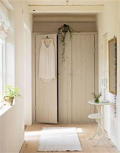 love this nook with closets. via hus & hem (sweden)