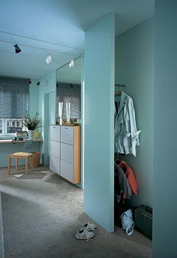 Рисунок 2 – Тема статьи: интерьер прихожей, варианты прихожих, конструкции прихожих, интерьеры маленьких прихожих, мебель для одежды, место одежда