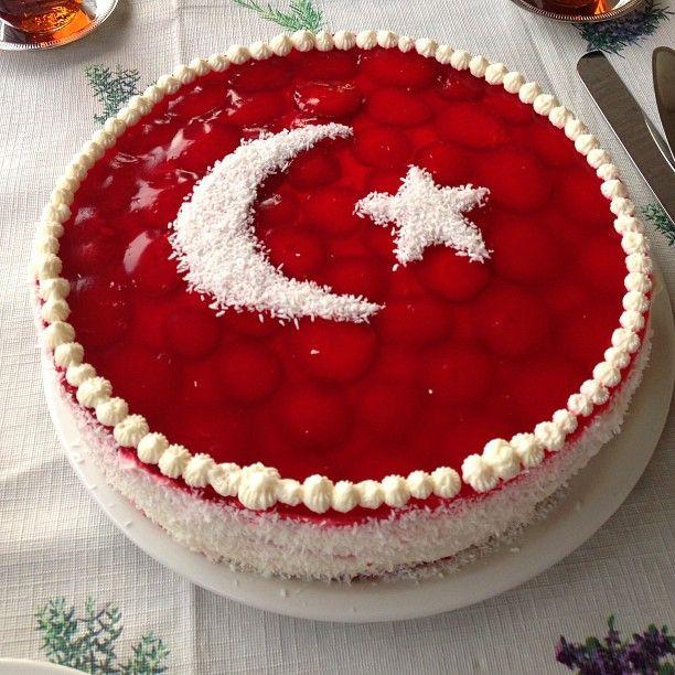 19 Mayıs ta dogan ve bir Atatürk genci olan oglum icin yaptigim bayrak pastasi.