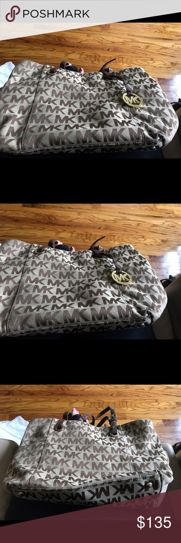 Michael Kors jet set purse Michael kors jet set tote lightly worn Michael Kors Bags Totes