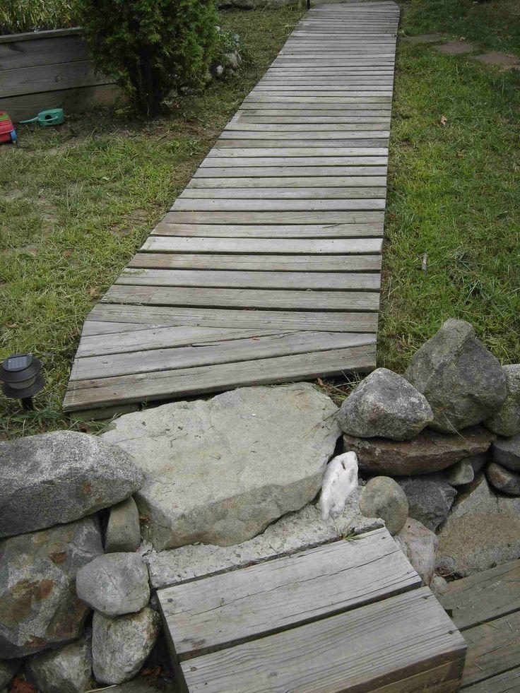 Diy Wood Walkway Who Needs Concrete When You Have Free Pressure Treated Lumber Wood Walkway