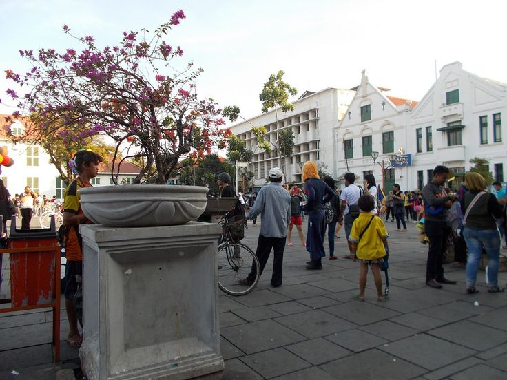 An afternoon in Fatahillah Park, Jakarta Old Town. Wayang Museum is in the right side of the picture.