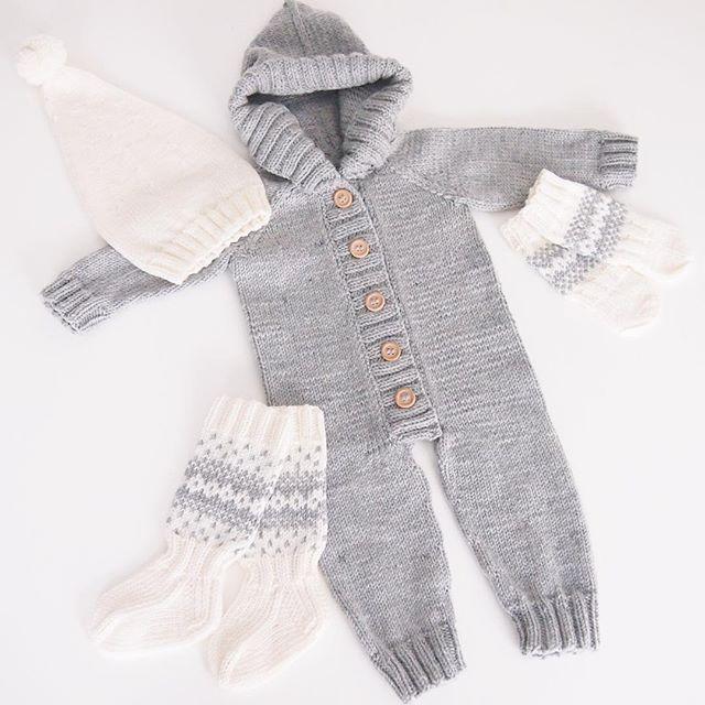 Elämäni ensimmäinen #villahaalari #vauvalle valmistui viimein! Nyt kun olen päässyt jyvälle siitä, miten näitä neulotaan, voipi olla että innostun tekemään näitä enemmänkin #knit #knitting #neulominen #wooloverall #buttons #merinowool | SnapWidget