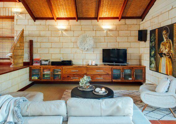 Tonia & Gregory's Warm Coastal Home — House Tour   Apartment Therapy