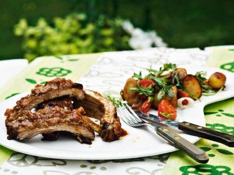 Grilled ribs with rhubarb glaze