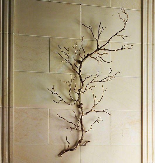 dekoideen-wohnzimmer-mit-Zweig-aus-Metall-als-3D-wanddeko