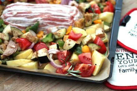 Een heerlijke combinatie: gehaktbrood met verse groente ( oa. aubergine, tomaat, courgette ) Een lekkere zomerse ovenschotel met gehakt. Kijk op Bonapetit!