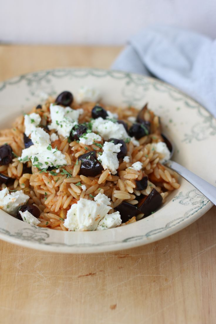 Risoni met aubergine en feta https://debsbakery.wordpress.com/2016/08/08/risoni-met-aubergine-en-feta/ #risoni #foodblog #debsbakery #recept #aubergines #feta