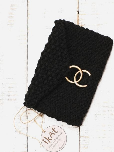 Knitted chunky clutch bag