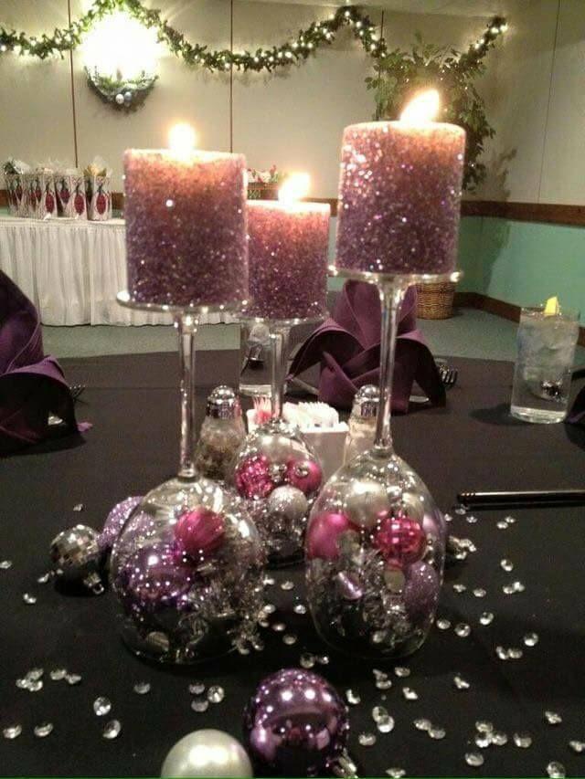 Centros de mesa con copas de vidrio para navidad by for Arreglos navidenos para mesa