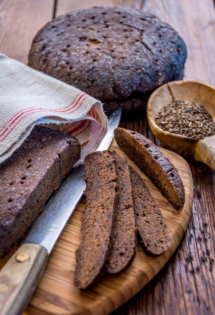 Ahvenanmaalainen mustaleipä // Traditional Dark Bread from Åland Food & Style Antti Lumiainen & Mika Rampa, Perinneruokaa prkl Photo Antti Lumiainen & Mika Rampa www.maku.fi