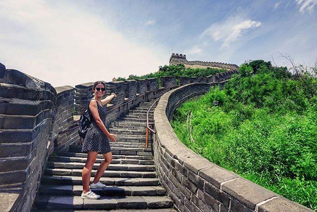 """""""3/3 La Gran Muralla China  Más de 800.000 trabajadores durante más de 2.000 años para construirla, más de 20.000 km de largo y récord de 8.000.000 de turistas en un solo día. Casi nada 🇨🇳 #TravelMoreBuyLess"""" by @travelmorebuyless. #europe #roadtrip #여행 #outdoors #ocean #world #hiking #lonelyplanet #instalive #ilove #instalife #sightseeing #unlimitedparadise #tour #instamoment #instacool #instagramers #instapicture #travelingram #instatraveling #traveler #traveller #instaphoto #pic #insta…"""