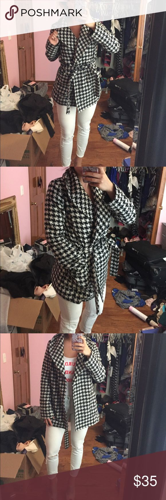 Houndstooth warm winter/fall peacoat Ties around waist has 2 pockets in the front really cute for fall/winter Jackets & Coats Pea Coats