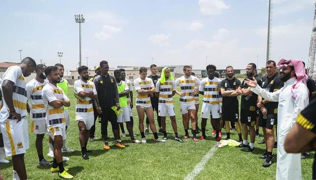 أنمار الحائلي يوجه رسالة للاعبي الاتحاد In 2020 Soccer Field Field Soccer
