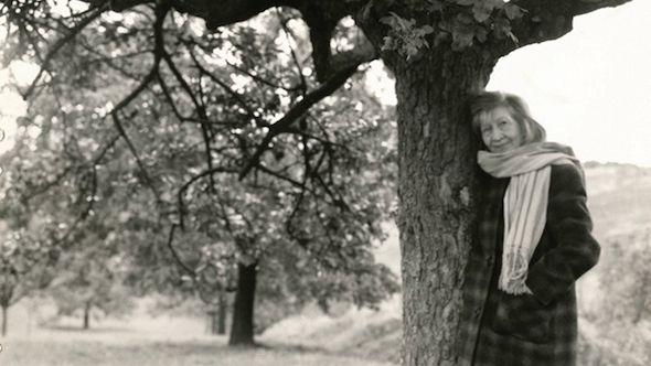 Violette Leduc: April 7, 1907 to May 28, 1972: L'Asphyxie, 1946 (In the prison of her skin) L'affamée, 1948 Ravages *, 1955 La vieille fille et le mort, 1958. Trésors à prendre, suivi de Les Boutons dorés, 1960. La Bâtarde *, 1964. La Femme au petit renard, 1965. Thérèse et Isabelle *, 1966. La Folie en tête, 1970. Le Taxi, 1971. La Chasse à l'amour *, 1973