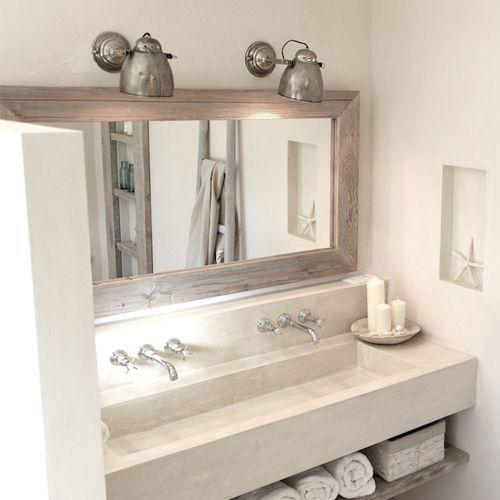 Diese Massivholzspiegel sind aus gebürstetem per Hand gekalktem Holz. Wir haben ihn für mein Badezimmer anfertigen lassen. Er passt besonders gut ins Bad, aber genau so gut ins Schlafzimmer oder in den Flur. In dem Spiegel sieht...