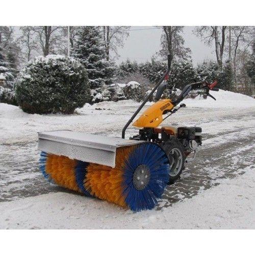 Za pomocą zamiatarki w łatwy i przyjemny sposób pozbędziesz się śniegu z podwórka.