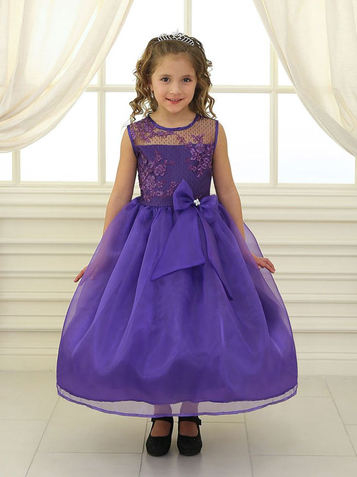 Thanks to embroidered lace flowers and attached organza bow this look is perfectly sweet for any special occasion. The full lining and the additional petticoat provided gives this fancy fluttering fro